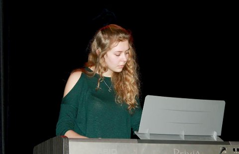 PIANO:Hedda Grolid spilte piano.