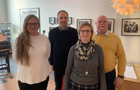 PRISER: Mediehuset Helgelendingen tok to av tre gjeve priser. F.v. Ellen Strøm Brodtkorb, Kim Leon Sommer, Bjørg Laksforsmo og Roy Lasse Leknes.