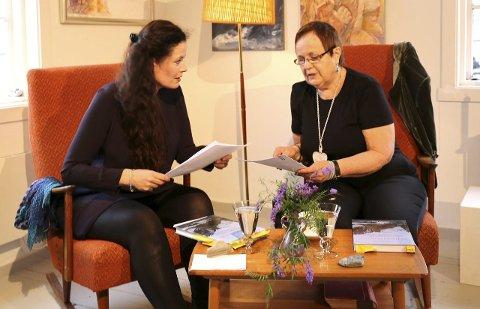 INTERESSANT BOKBAD: Skuespiller Gørild Mauseth og Gulla Nyheim Gramstad samtaler om boken. Alle foto: Bjørn Roald Lillevik