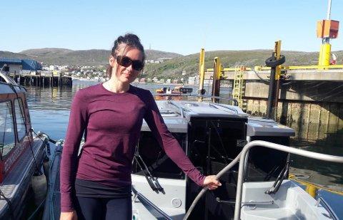 FRIVILLIG: Hvalforsker Eve Jourdain har jobbet i månedsvis med å ta hånd om Hvaldimir i Hammerfest.