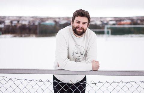 ARRANGØREN: Magnus Henriksen Tjelle (29) står i bresjen for klubbmesterskapet i Fifa, som arrangeres av Norild  neste helg. Dette gleder han seg til.