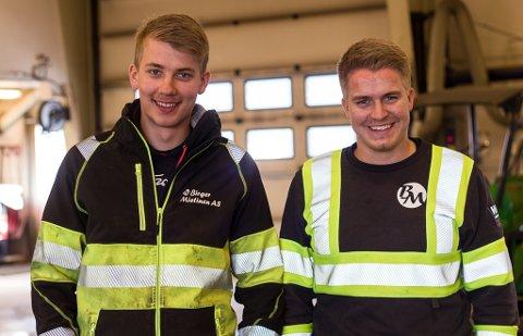 GLADE FOR FAST ARBEID: Niklas Mannsverk (20) og Håvard Bietilæ (21) er begge glade for å fått fast arbeid hos Birger Mietinen AS, etter endt lærlingetid i samme bedrift.