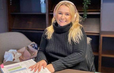 STUDIER: I Oslo studerer Elisabeth Nyheim reiseliv. - Målet er å utvikle reiselivsprodukter hjemme i Finnmark.