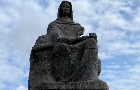 AVKAPPET ARM: Kommunen valgte å anmelde forholdene, da det ble kjent at armen til Steinkjerringa hadde blitt kappet av.