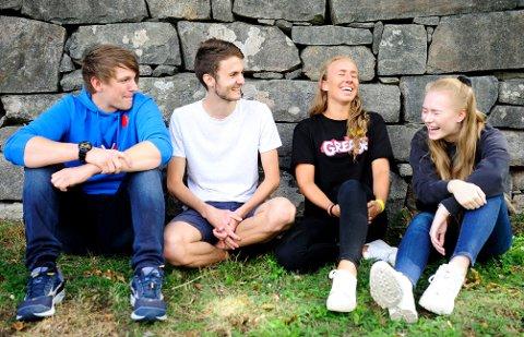 MYE MORO: Med start på både skoleår og fadderuke, blir det hektiske dager for Kongsbergs ferske studenter, men garantert mye moro også. Fra venstre: Odin Daneel Bjørnvold, Erlend Vassli Tisløv, Maren Lunde Lærdal og Kristina Matveeva.