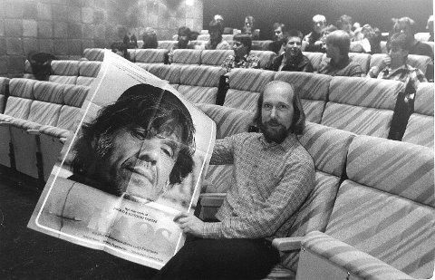 Jon Eidsbråten, her fotografert i minikinoen i 1985.