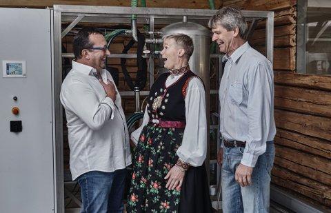 SPENNENDE: Selskapet N2 Applied tester ut ideen sin i et høyteknologisk laboratorium på en gård i Svene. Fra venstre: Ferdinand Stempfer, Grete Sønsteby og Rune Ingels.