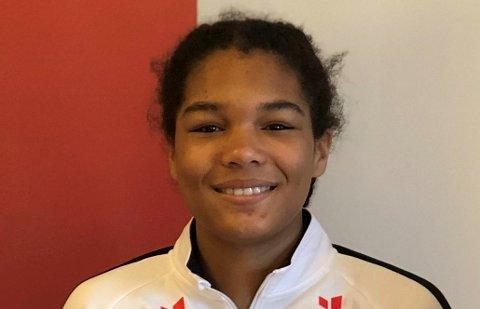 PÅ INNBYTTERBENKEN: KIF-jenta Emma Rønning satt på benken, da det norske jenter 16-landslaget slo Slovakia. Søndag kveld får hun sannsynligvis sin landslagsdebut.