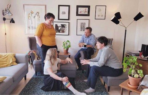 Vil inn i stua: Festivalgjengen ønsker å finne stuer for intime konserter. F.v.: Katrine Smemo Granlund, Ingvild Bergum Berget, Johan Christian Hafstad og Petra Røise.