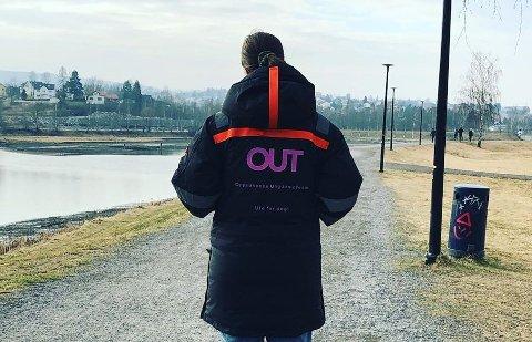 UTE I GATENE: Oppsøkende ungdomsteam (OUT) i Lillestrøm forsøker å være til stede der ungdommene er i kommunen.