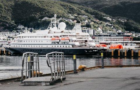 Cruiseskipet Seadream 1 får tillatelse å seile videre.