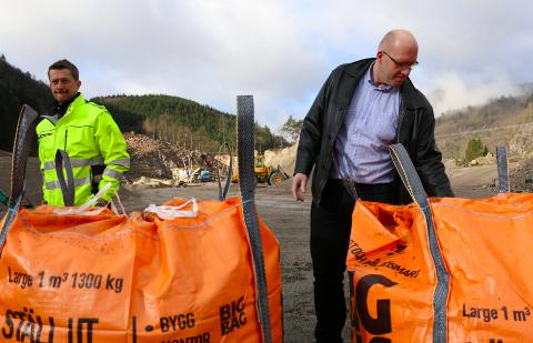 PUKKVERK: Næringsområdet Verven startet som et pukkverk. Det er Sveinumg Forgard (til venste) og Knut Foss som nå har tatt dette et steg videre.
