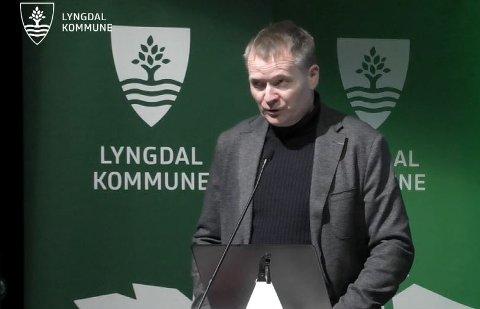 ORIENTERING: Kommunedirektør Kjell Olav Hæåk orienterte formannskapet om hvordan de skal kutte lederkostnader.