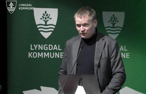 TVILER: Kommunedirektør Kjell Olav Hæåk harr tvilt seg fram til et foreløpig ja til kraftfusjonen.