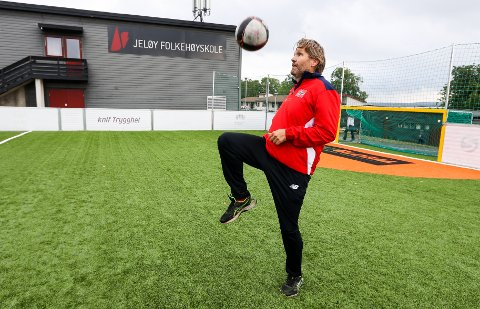 FERDIGHETER: Frelsesarmeen har arrangert Nordisk mesterskap i gatefotball i fotballbingen på Framnes. Rune Isegran har selv spilt fotball i mange år.