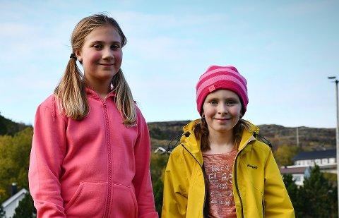 LØP INN MYE PENGER: På 20 minutter løp Elise Hansvik Moe (10) og Eline Malum Pettersen (10) på femte trinn ved Rørvik skole inn en betydelig sum med penger til skoler i Nepal.