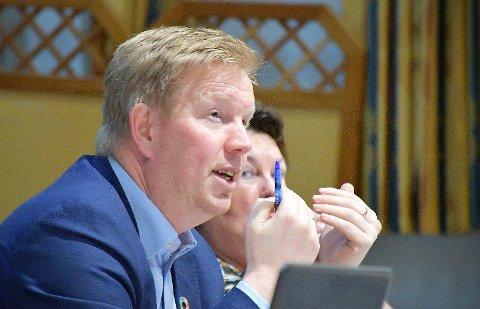 KOMMENTERER RESULTATENE: Ordfører Amund Hellesø er glad for at mange opplever Nærøysund som en trygg kommune å vokse opp i, men ser også flere utfordringer i tiden framover.
