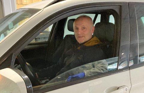 SISTE TEST: Anders Fjær var den aller siste som tok koronatesten ved teststasjonen i Rørvik. Før han hadde nesten 150 andre gjort det samme denne lørdagen.