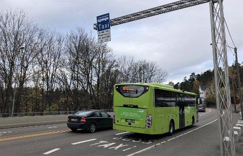MOSSEVEIEN/E18: Mosseveien på Nordstrand er et av stedene med kollektivfelt som utenom rushtiden benyttes flittig av elbiler i tillegg til busser. Arkivfoto: Nina Schyberg Olsen