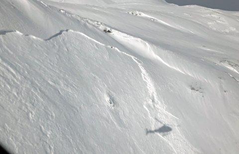 BRUDDKANT: Her er bruddkanten til det ene av skredene som ble utløst ved Breivikeidet mandag.