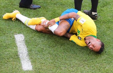 KJENT SYN: Scener som dette fra den brasilianske stjernespilleren Neymar har blitt utskjelt gjennom VM i Russland.
