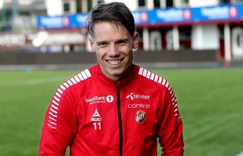GLAD GUTT: Robert Taylor smilte godt etter fredagens trening på Alfheim. 23-åringen er nå permanent TIL-spiller ut 2021, og er også med på A-landslaget til Finland som møter Ungarn og Estland i UEFA Nations League.