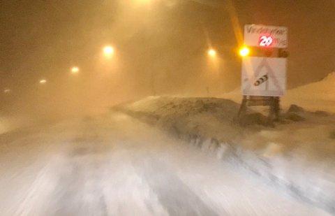 BLÅSTE FRISK: Også i Tromsø blåste det godt torsdag kveld. Slik så det ut ved Sandnessundbrua ved 20.30-tiden.