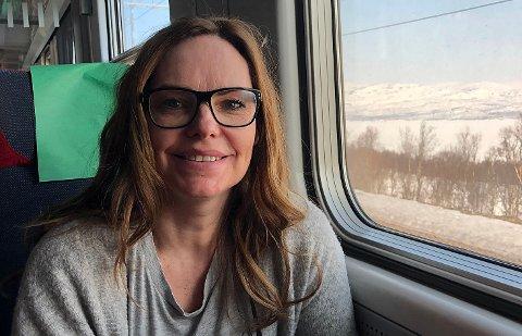 LONG WAY HOME: Marianne Saus er rådgiver hos NHO Arktis og skulle egentlig vært på jobbmøter mandag i Tromsø. SAS-streiken sendte henne på toget nordover.