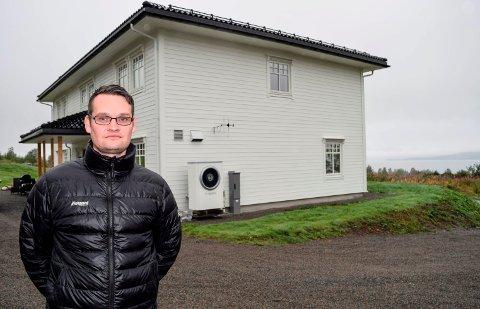 - Nå er punktum satt, sier Espen Bjerregård etter å ha fått eiendomsskatten redusert fra drøyt 12.000 til vel 9000 kroner.