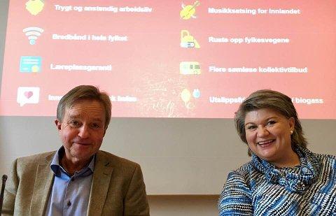 FRONTET VELGERGARANTIEN: Avtroppende ledere i Oppland og Hedmark Ap, Tore Hagebakken og Anita Ihle Steen, samlet lørdag troppene på Honne og ble enige om 10 løfter til velgerne foran neste valg.