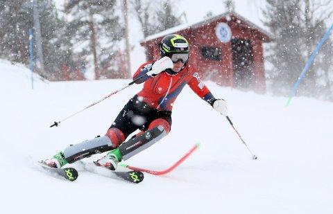 Maren Skjøld har blant annet trent hjemme i Hovdebakken i håp om å finne konkurranseformen før neste verdenscuprenn i Maribor 2. februar.
