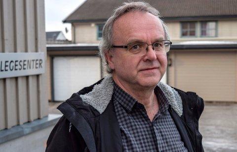 FASTLEGEORDNINGEN: - Hvorfor godkjente vi at Tore Hansen kunne ha over 2000 pasienter på lista si? Jo, fordi han var dyktig, godt likt og arbeidet støtt, sier Jan Eivind Sandhaug, som deltok i forhandlingene da fastlegeordningen ble innført i Østre Toten.