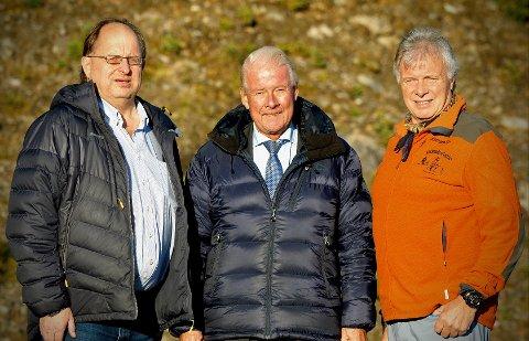 FRP-TRIO: Frp-politiker Carl I. Hagen jobber til seg kunnskap og nettverk i Oppland. Her sammen med Harald Bjerknes (t.v.) og Gamlestølen-innehaver Kjell Bergum (t.h.)