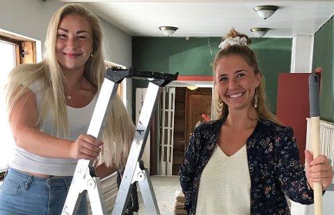 GLEDER SEG: – Vi vil bringe noe positivt til byen, sier søstrene Ingrid (t.v.) og Astrid Bratlie. Dette bildet ble tatt for cirka to måneder siden, akkurat da oppussingen startet.