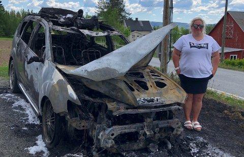 KOM SEG UT: Marianne Nordby hadde med seg sin datter på tre år i bilen da den begynte å brenne torsdag formiddag.