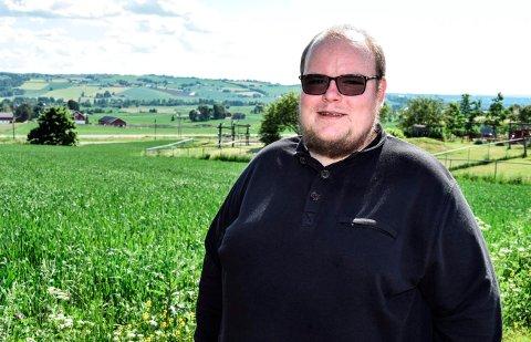 ØNSKER LOKAL MAT: -  Vi ønsker bruk av lokalt produsert mat i institusjoner, skoler og barnehager, sier lokalpolitiker Tor Gaute Lien i Østre Toten.