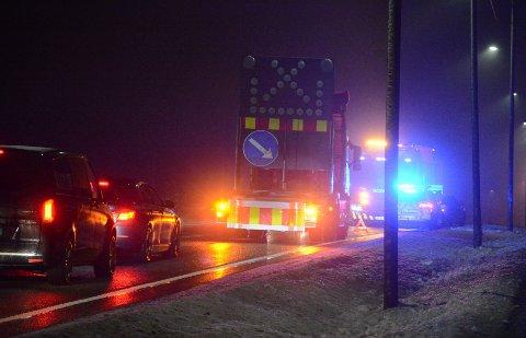 BERGET: En bil tredje bil punkterte etter et sammenstøt mellom en annen bil og en lastebil på E18.