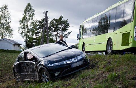 UTFORKJØRING:Bileieren hevdet at det ikke var han som hadde kjørt. Han hadde sovet i baksetet på bilen, og våknet ikke da bilen kjørte av veien.