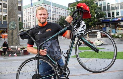 OLE MARTIN HOLTHE fra Larvik vil sykle til Paris for Barnekreftforeningen. - Du finner ikke bedre grunn til å sykle så langt, dette er win-win!