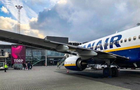 VARSLER LAVE PRISER: En flyekspert mener vi vil få lave flypriser i sommer.