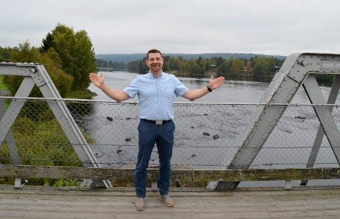 VIL REPRESENTERE HELE FYLKET: Ole Frode Mikkelsgård kjemper om toppen på Hedmark Venstres stortingsliste. Han vil representere hele fylket, på begge sider av Glomma. (Foto: Bjørn-Frode Løvlund)