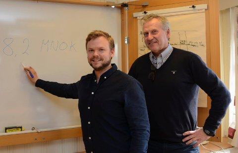 DETTE ER TALLET: – Det er minus 8,2 millioner som gjelder for Våler for 2018. Resten er uforutsette ting som dekkes inn med fondsmidler, sier økonomisjef Jon Martin Valgardshaug, til venstre, og rådmann Øivind Alnæs.