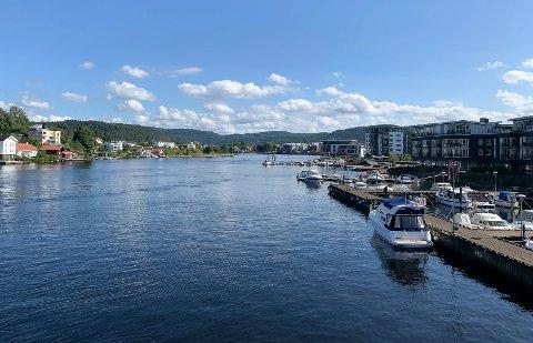10 personer ble bøtelagt for manglende vest under en båtkontroll på Porsgrunnselva søndag kveld.