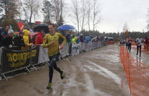 NYE TIDER: Yngve Skogstad spurter inn til tredjeplass i Blodslitet som var hans siste konkurranse som hardt satsende.