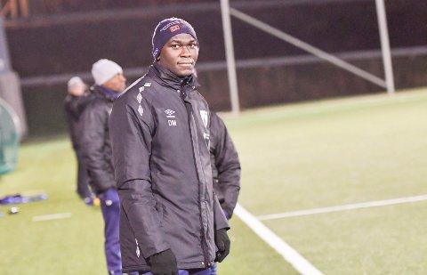 Destin Makumbu var i fjor juniortrener i Rana FK. Nå er han hentet inn som juniortrener i Mo IL.