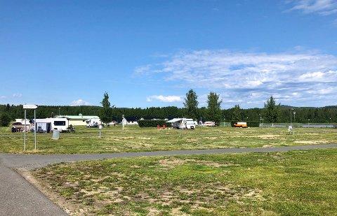 FOLKETOMT: Til vanlig bruker dette området å være fullt av campingvogner. Nå er det nærmest tomt.