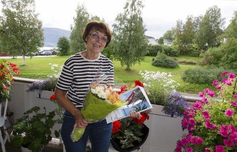 I SJOKK: Undis Riise har vært med på fotosafarien siden starten, men har tidligere aldri vunnet noe annet enn et flaxlodd. Hun ble i år trukket ut som hovedvinner blant 124 deltakere, som har levert rette svar i ni uker.