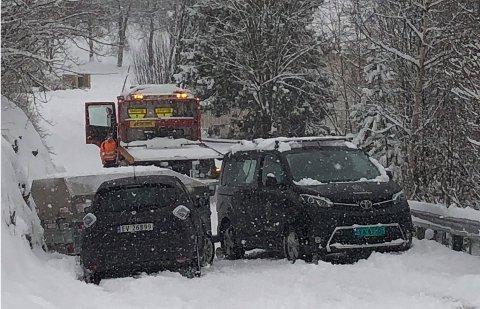 Elisabeth Bjerkli Hermansens nye bil slapp taket og smalt rett inn i hengeren som sto på tvers i bakken.
