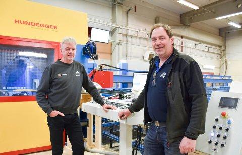 FORNØYDE: Daglig leder og eier Jan Erik Barli og ansvarlig for anlegget Ole Even Lagmandsveen er fornøyd med å kunne åpne offisielt.