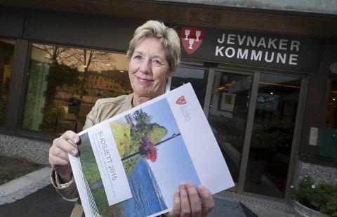 Rådmann i Jevnaker May-Britt Nordli er strålende fornøyd med resultatet for fjoråret. Her fra da hun la fram budsjettforslaget.